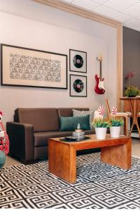 The lobby or reception area at Tri Hotel Smart Criciuma