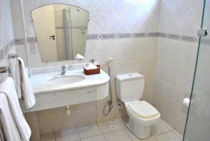 A bathroom at Hotel Areia de Ouro