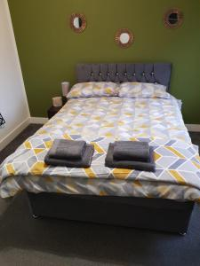 A bed or beds in a room at Railway Rooms