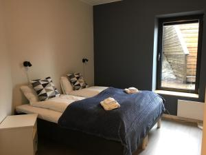 A bed or beds in a room at Torgarhaugen Gjestehus