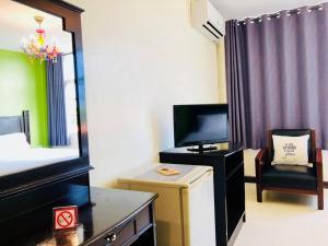 A television and/or entertainment center at Baan Nilawan Hua Hin Hotel