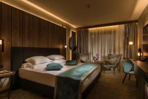 Ein Bett oder Betten in einem Zimmer der Unterkunft Rosslyn Central Park Hotel Sofia