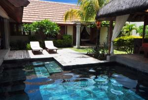 The swimming pool at or near Oasis Villas by Evaco