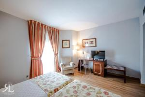 A bed or beds in a room at Hotel RL Anibal