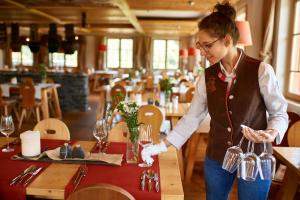 A restaurant or other place to eat at Hotel Oberstdorf