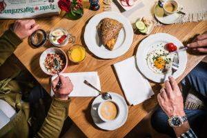 Lunch and/or dinner options available to guests at Das Halali - dein kleines Hotel an der Zugspitze