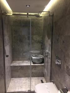 A bathroom at Taksim Pera Orient Hotel