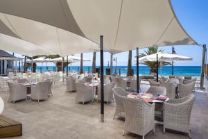 Een restaurant of ander eetgelegenheid bij Sol Lanzarote
