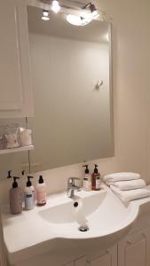 A bathroom at Guesthouse Galleri Vík