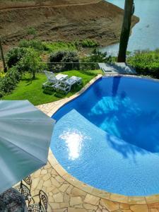 A piscina localizada em Rancho Pança ou nos arredores
