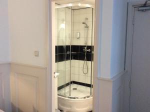 Salle de bains dans l'établissement Hotel & Appartementen Bella Vista