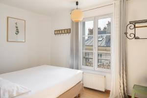 A bed or beds in a room at Le Village Montmartre by Hiphophostels