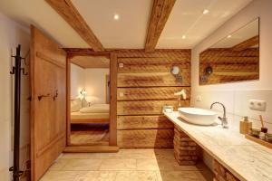 A bathroom at Zum Kirchenbauer