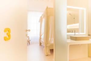 A bathroom at Fonda Llabrés Boutique Hotel