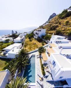 Θέα της πισίνας από το Amphitrite Apartments Skyros ή από εκεί κοντά