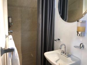 A bathroom at Casa Reforma