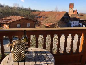 Ein Balkon oder eine Terrasse in der Unterkunft Chalet Chip In Uttlau