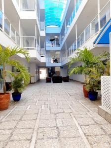 El vestíbulo o zona de recepción de Caribbean Island Hotel