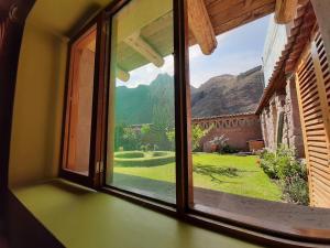 Vista general de una montaña o vista desde el hostal o pensión
