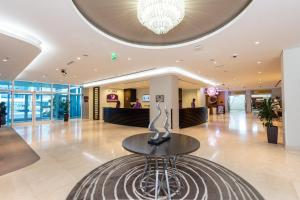 Hall o reception di Premier Inn Abu Dhabi International Airport