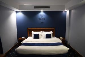 Cama ou camas em um quarto em فندق البيت المثالي Ideal Home Hotel