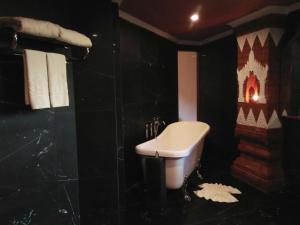 A bathroom at Ananta Bagan
