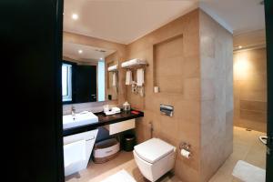 A bathroom at Welcomhotel by ITC Hotels, Dwarka, New Delhi