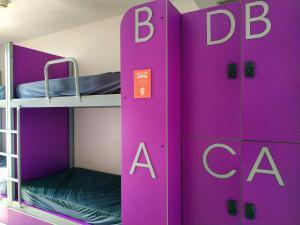 A bunk bed or bunk beds in a room at Twentytú Hostel