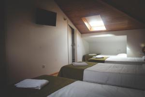 Cama o camas de una habitación en Stone Obidos Hostel