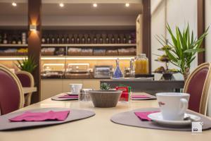 Restaurant ou autre lieu de restauration dans l'établissement Hotel Cavour