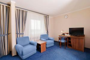 A seating area at Maxima Slavia Hotel