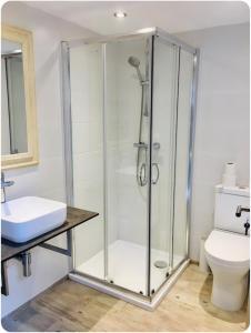 A bathroom at Oak Tree Studio