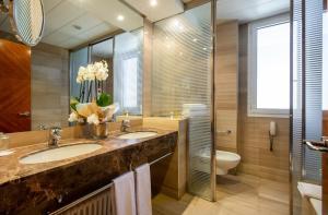 A bathroom at Eurostars Acteón