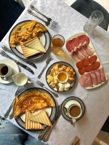 Завтрак для гостей Golden Tulip Borjomi