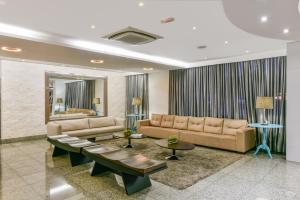 A seating area at Plaza Inn Breeze Aeroporto