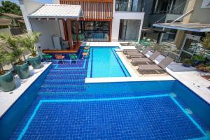 The swimming pool at or near Hotel da Praça