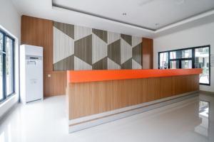 The lobby or reception area at RedDoorz Plus near Kualanamu Airport
