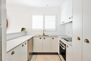 A kitchen or kitchenette at The Lord Byron