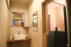 ワイ パブ&ホステル 鳥取にあるバスルーム