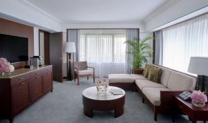 A seating area at The Peninsula Manila (Staycation Approved)