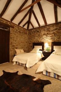 A bed or beds in a room at El Añadío