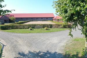 En trädgård utanför Lindelunda Bed & Breakfast