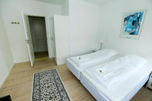 A bed or beds in a room at Hotel 9 små hjem
