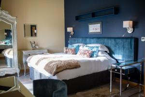 A bed or beds in a room at Frasers