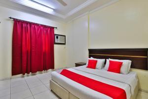 Cama ou camas em um quarto em OYO 276 Al Tamayoz Al Raqi Furnished Units 4