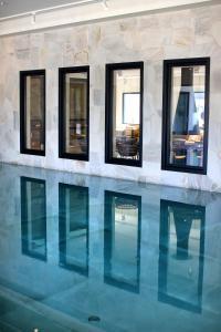 The swimming pool at or close to Van der Valk Hotel Den Haag - Voorschoten