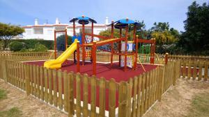 Parquinho infantil em Quinta Das Figueirinhas & Quintinha Village