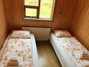 A bed or beds in a room at Hlíd Cottages