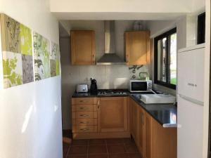 A kitchen or kitchenette at Studio - Praia da Falesia - Algarve