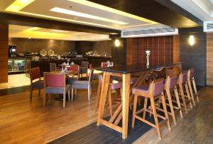 A restaurant or other place to eat at JW Marriott Hotel Mexico City Santa Fe